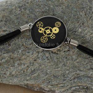 Bracelet en cordon, fermoir métal avec éléments mécaniques de montre