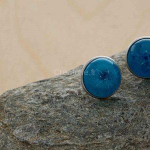 Boucles d'oreilles rondes bleues et blanches sur support rond , diamètre de 16mm