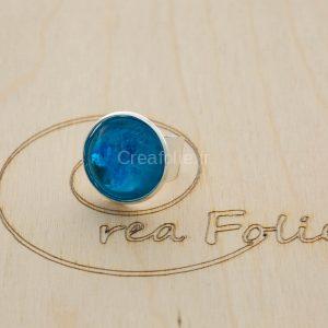 Bague argentée et décoration bleue/blanc en résine