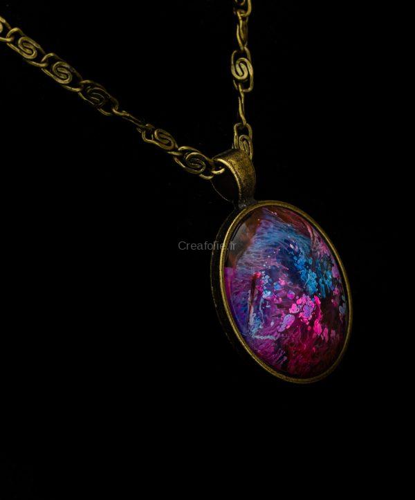 Magnifique pendentif en laiton antique et une décoration unique fait main